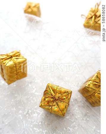 プレゼント ギフト 金色 58658082