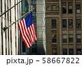 ニューヨークの街並みと星条旗 58667822