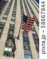 ニューヨークの街並みと星条旗 58667844