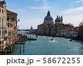 ベネチア アカデミア橋からの街並み 58672255