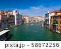 ベネチア アカデミア橋からの街並み 58672256