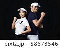 ゴルフ ゴルファー ガッツポーズ 男女 58673546