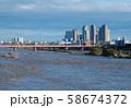 日本の東京都市景観  台風一夜明け。増水・泥水の多摩川。右奥に武蔵小杉=13日午後 58674372