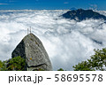 甲斐駒ヶ岳・黒戸尾根の剣と雲上の鳳凰山・富士山 58695578