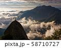 甲斐駒ヶ岳・黒戸尾根の剣と鳳凰三山・富士山の眺め 58710727