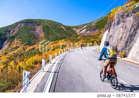 《長野県》紅葉の乗鞍岳・自然風景 58741577