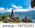 インドネシア バリ島 湖畔のウルン・ダヌ・ブラタン寺院 58752261