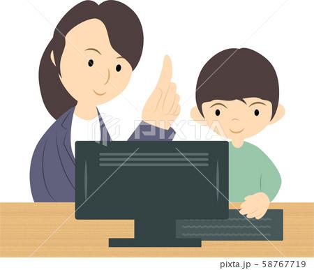プログラミング教室で学ぶ男の子(女性講師) 58767719