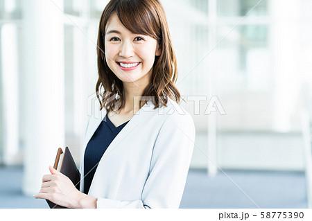 女性 ビジネス ビジネスウーマン オフィス 58775390