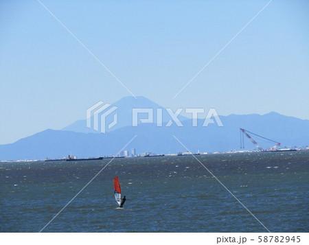 稲毛海岸から見た富士山 58782945