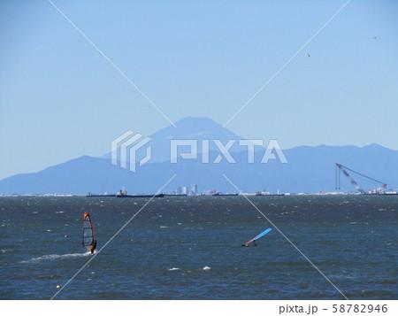 稲毛海岸から見た富士山 58782946