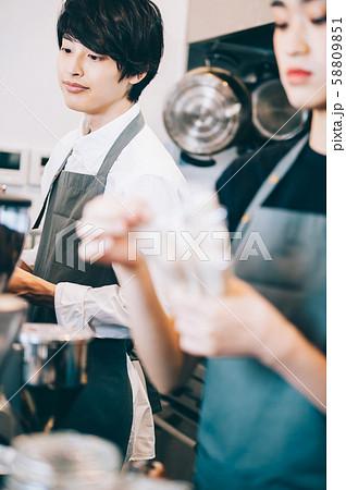 カフェ スタッフ アルバイト 58809851