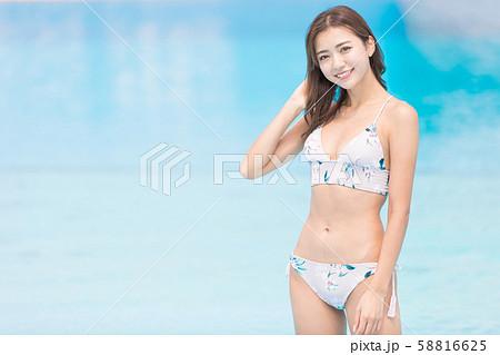 プール 女性 58816625