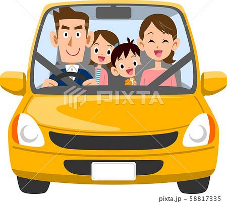 自動車で外出する家族 58817335
