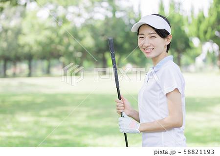 女性 ゴルフ 58821193