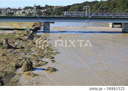 令和元年台風19号多摩川 丸子橋 58881525