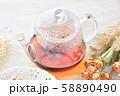 紅茶とフルーツタルトのティータイム(お茶)のイメージ。 58890490