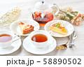 紅茶とフルーツタルトのティータイム(お茶)のイメージ。 58890502