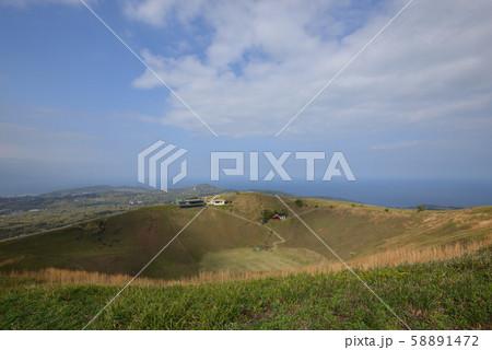 大室山からの眺望(静岡県伊豆半島) 58891472