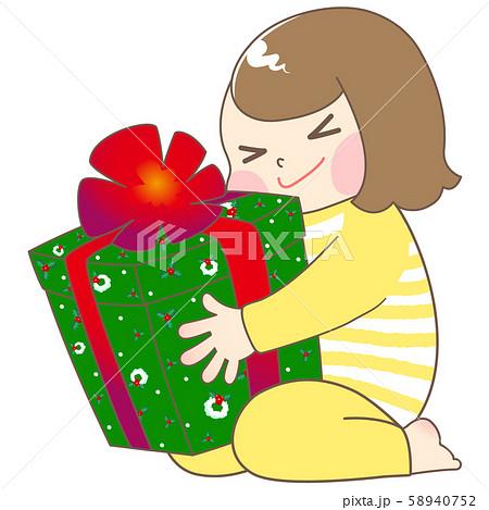 パジャマ姿でクリスマスプレゼントに喜ぶ女の子 58940752