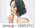 若い女性のヘアスタイルイメージ 58953711