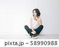 若い女性のビューティーイメージ 58990988