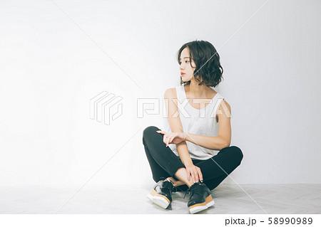 若い女性のビューティーイメージ 58990989