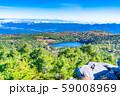 高見石から眺める白駒の池 秋 【長野県】 59008969