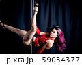 ポールダンスをする女性 59034377