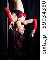 ポールダンスをする女性 59034380