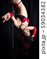 ポールダンスをする女性 59034382