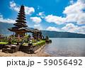 インドネシア バリ島 湖畔のウルン・ダヌ・ブラタン寺院 59056492