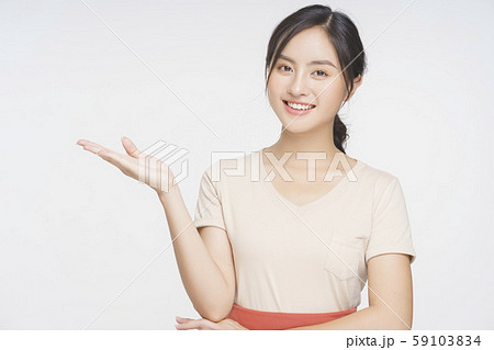 女性 カフェ 店員 59103834