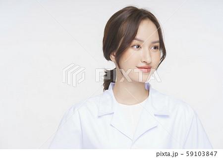女性 医者 健康相談 59103847