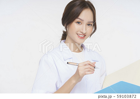 女性 介護士 59103872