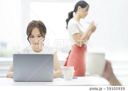 女性 ビジネス カフェ 59103939