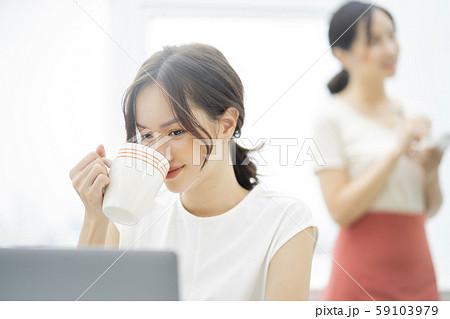女性 ビジネス カフェ 59103979