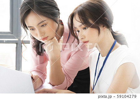 女性 ビジネス 相談 59104279