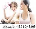 女性 スポーツ 会話 59104396