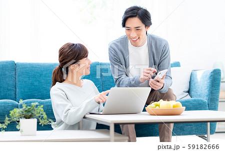 若い夫婦 59182666