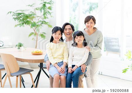 若い家族 59200088