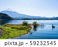 フィッシングイメージ バスフィッシング 湖 秋 59232545