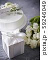 生クリームのホールケーキとthank youのメッセージカード チューリップのブーケ 59246049