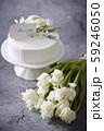 生クリームのホールケーキとthank youのメッセージカード チューリップのブーケ 59246050
