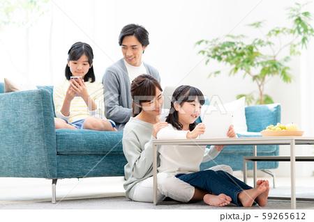 若い家族 59265612
