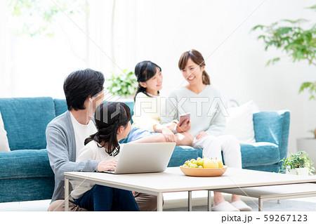 若い家族 59267123