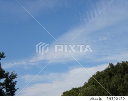 秋の青空と白い雲 59300120