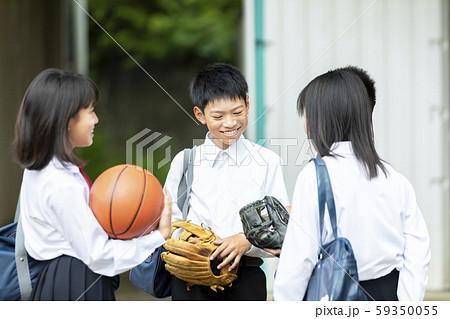 中学生 笑顔 学校生活 59350055