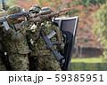 盾を構える自衛官 59385951