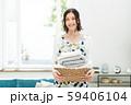 主婦 家事 洗濯 リビング 59406104